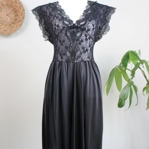 Vintage | 80s Black Lace Nightgown